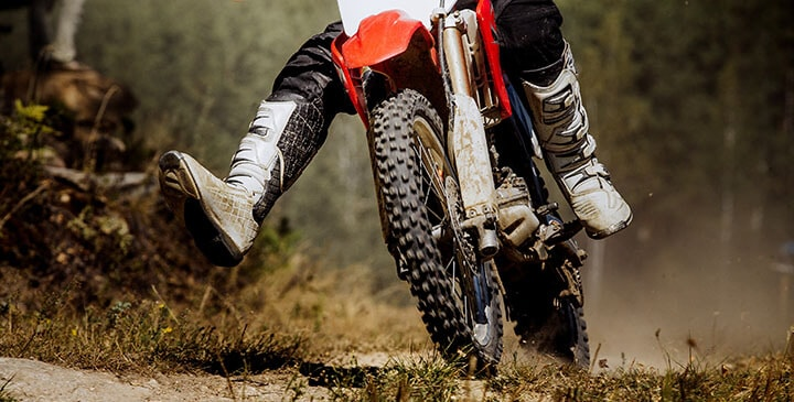 10 Best Dirt Bike Boots for Trail Riding [Reviews & Buying Tips]